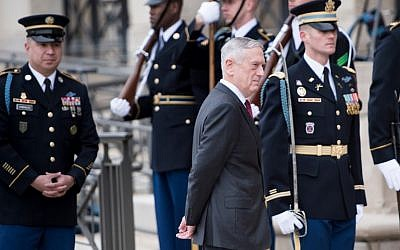 US Secretary of Defense James Mattis awaits the arrival of Qatar's Emir Sheikh Tamim Bin Hamad Al-Thani during an honor cordon at the Pentagon in Washington, DC, April 9, 2018. (Brendan Smialowski)