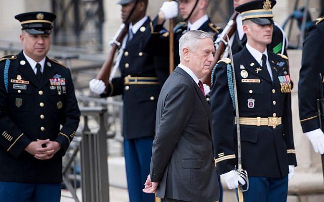US Secretary of Defense James Mattis awaits the arrival of Qatar's Emir Sheikh Tamim Bin Hamad Al-Thani during an honor cordon at the Pentagon in Washington, DC, April 9, 2018. (Brendan Smialowski)
