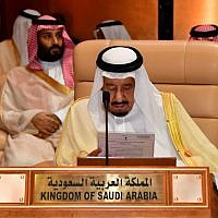 Saudi King Salman bin Abdulaziz attends the 29th Summit of the Arab League at the Ithra center in Dhahran, Eastern Saudi Arabia, on April 15, 2018. (AFP)
