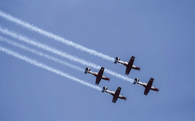 US-made Israeli air force T-6 Texan II planes fly over while performing during an air show as part of the 70th Independence Day celebrations on April 19, 2018 in the Mediterranean coastal city of Tel Aviv. Israel marks 70 years since the founding of the country according to the Hebrew calendar (AFP PHOTO / AHMAD GHARABLI)