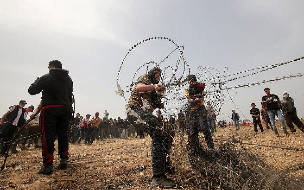 IDF warns Gazans not to approach border fence prior to Friday riots