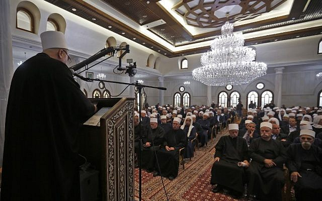Members of Israel's Druze community gather to attend a celebration at the holy tomb of Nebi Shu'eib in northern Israel on April 25, 2018. (AFP Photo Jalaa/Marey)