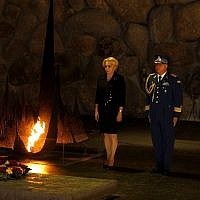 Romanian Prime Minister Viorica Dancila (L) lays a wreath at the Hall of Remembrance on April 25, 2018, during her visit to the Yad Vashem Holocaust Memorial museum in Jerusalem. (AFP Photo/Gali Tibbon)