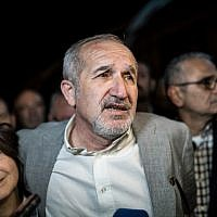 Cumhuriyet chairman Akin Atalay (R) and his wife Adalet Atalay (L) speak to journalists after being released from Silivri prison, in Silivri, outside of Istanbul, on April 26, 2018. (AFP PHOTO / BULENT KILIC)