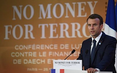 French President Emmanuel Macron gives a speech during the first day of a two-day conference in Paris, France, on combating the financing of terror groups, on April 26, 2018. (AFP/Eric Feferberg)