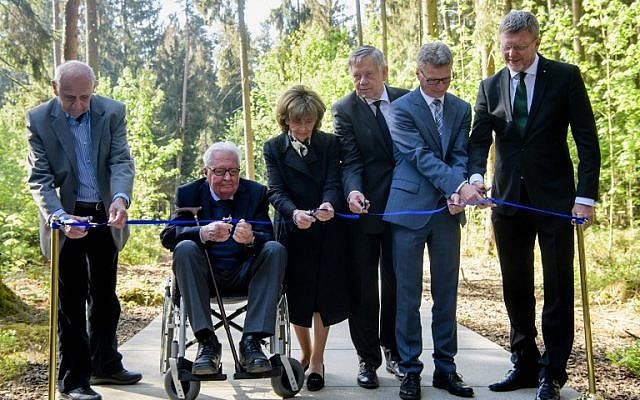 "(L-R) Henrik Mordechai Gideon, Holocaust survivor and former prisoner at the former concentration camp Muehldorf at the Muehldorfer Hart, Hans-Jochen Vogel, former leader of the social democratic SPD party and vice-chairman of the Munich Documentation Centre for the History of National Socialism, Charlotte Knobloch, president of the Jewish Community Munich, Karl Freller, parliamentary group vice-leader of the conservative CSU party at the Bavarian parliament, Bavaria's culture minister Bernd Sibler and Bavaria's environment and consumer protection minister Marcel Huber cut the ribbon to inaugurate the ""Waldlager"" part of the Muehldorfer Hart camp memorial site near Waldkraiburg, southern Germany, on April 27, 2018. (AFP PHOTO / dpa / Matthias Balk)"