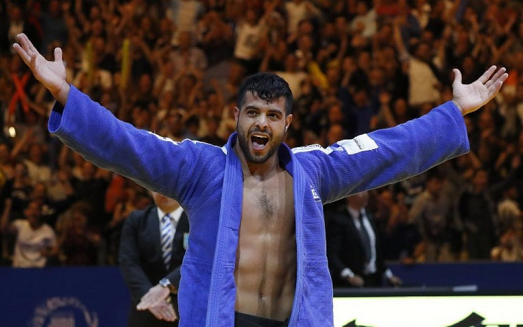 Israel's Sagi Muki celebrates after defeating Belgium's Sami Chouchi to win gold in the men's under 81 kg weight category during the European Judo Championship in the Israeli coastal city of Tel Aviv on April 27, 2018. (AFP PHOTO / JACK GUEZ)