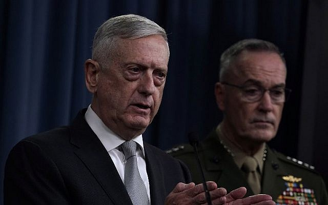 US Defense Secretary Jim Mattis (L) and Chairman of the Joint Chiefs of Staff Gen. Joseph Dunford (R) brief members of the media on Syria at the Pentagon April 13, 2018 in Arlington, Virginia. (Alex Wong/Getty Images/AFP)