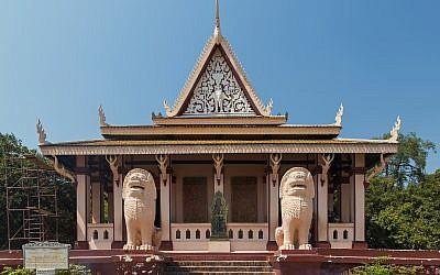 Wat Phnom Temple in Phnom Penh, Cambodia. (CC BY-SA Marcin Konsek, Wikimedia Commons)