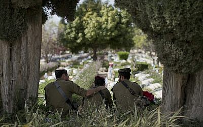 Israeli soldiers visit the Kiryat Shaul military cemetery on the eve of Memorial Day, in Tel Aviv, Tuesday, April 17, 2018. (AP Photo/Oded Balilty)
