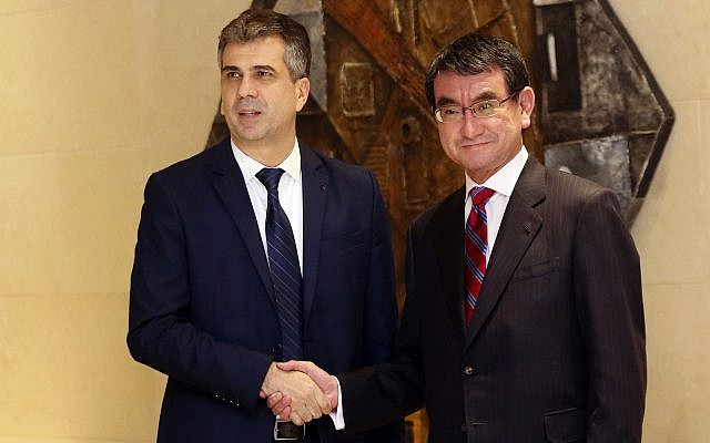 """Economy Minister Eli Cohen, left, shakes hands with Japan's Foreign Minister Taro Kono before a meeting on the """"Corridor for Peace and Prosperity,"""" at Dead Sea, Jordan, April 29, 2018. (AP Photo/Raad Adayleh)"""