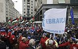 People hold up a flag of the Jewish Brigade as Palestinian flags wave in background during a demonstration to mark Italy's Liberation day, in Milan, Italy, April 25, 2017. (AP Photo/Luca Bruno)