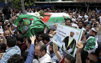 The coffin of Palestinian Fadi al-Batsh is carried out of a mosque after a prayer in Selayang, on the outskirt of Kuala Lumpur, Malaysia, April 25, 2018 (AP Photo/Vincent Thian)