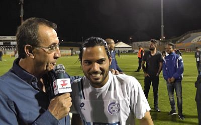Israeli Premier League soccer player Lior Asulin (r) being interviewed after a match in March 2015. (Screen capture: YouTube)