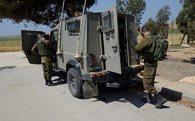 Israeli soldiers patrol near the Israel-Gazan border on March 31, 2018. (Gili Yaari/FLASH90)