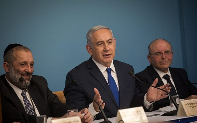 Prime Minister Benjamin Netanyahu (C), Interior Affairs Minister Aryeh Deri (L), and National Security Council Chairman Meir Ben Shabat (R), at a press conference announcing the new agreement for handling asylum seekers and illegal African migrants in Israel, at the Prime Minister's Office in Jerusalem, on April 2, 2018. (Hadas Parush/Flash90)