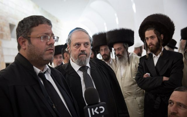 Attornies Moshe Almaliach (C) and Itamar Ben Gvir (L) representing the family of the drowned infant from Ashdod, speak with media after a discussion at the Supreme Court in Jerusalem, on April 4, 2018 (Hadas Parush/Flash90)