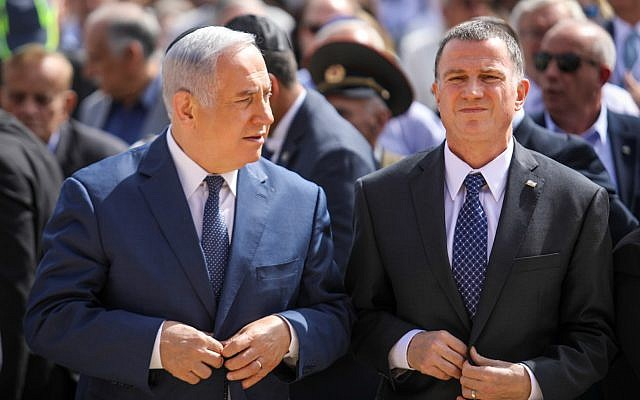 Prime Minister Benjamin Netanyahu and Knesset Speaker Yuli Edelstein seen at a state ceremony at the Yad Vashem Holocaust museum in Jerusalem as Israel marks the annual Holocaust Remembrance Day, April 12, 2018. (Noam Moskowitz/POOL)