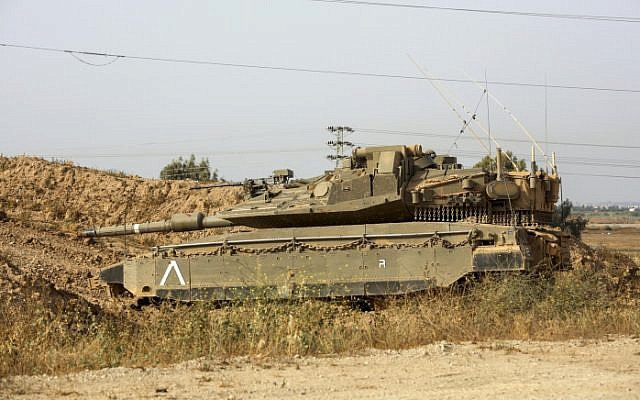 An IDF tank is seen near the border with Gaza on April 13, 2018 (Sliman Khader/Flash90)
