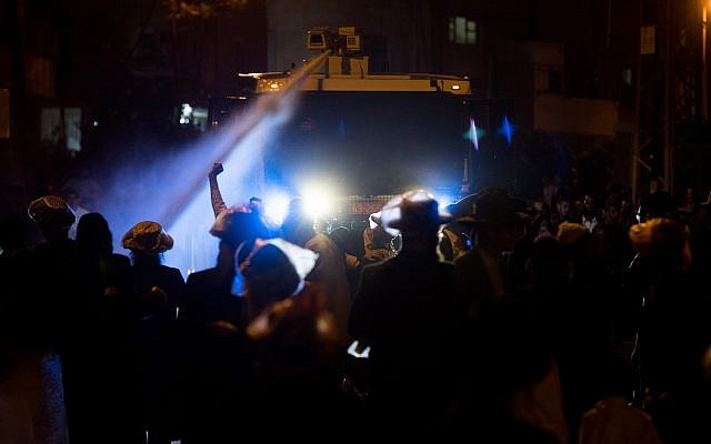 Israeli Police uses a water canon against Ultra-Orthodox Jewish protesters during a protest outside the army recruitment office in Jerusalem, following the arrest of an ultra-Orthodox Jewish woman. April 15, 2018. (Yonatan Sindel/Flash90)