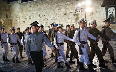 Israeli soldiers march during a Memorial Day ceremony at the Western Wall in Jerusalem's Old City, April 17, 2018, as Israel commemorates its fallen soldiers and victims of terror. (Hadas Parush/Flash90)