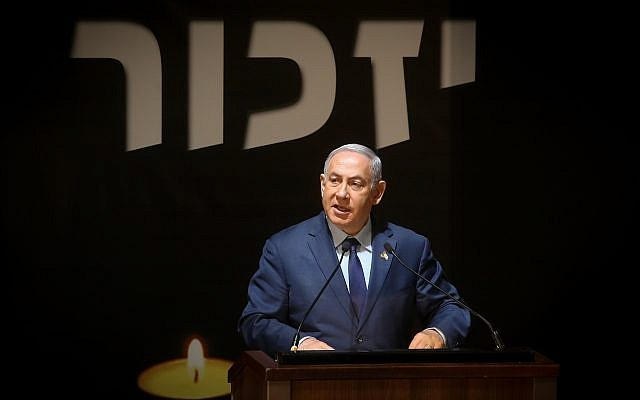 Prime Minister Benjamin Netanyahu attends a Memorial Day ceremony at Mount Herzl military cemetery in Jerusalem, April 18, 2018. (Marc Israel Sellem/Flash90)