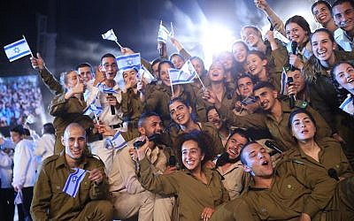 IDF soldiers at the 70th anniversary Independence Day ceremony at Mount Herzl in Jerusalem, Wednesday, April 18, 2018. (Hadas Parush/Flash90)