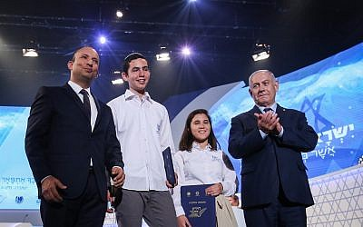 Education Minister Naftali Bennett (L), Azriel Shilat (2nd-L), Oriah Cohen (2nd-R) and Prime Minister Benjamin Netanyahu (R)  at the International Bible Quiz, which is held annually on Independence Day, in Jerusalem, on April 19, 2018. Shilat was the winner of the contest and Cohen was the runner-up. (Shlomi Cohen/Flash90)