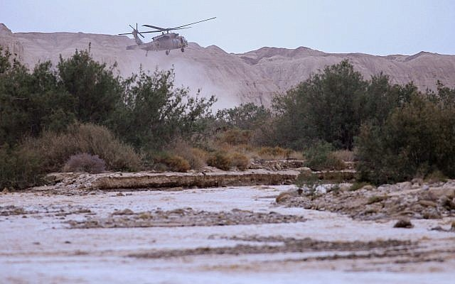 A military helicopter searches for missing students near the Dead Sea, southern Israel, April 26, 2018.(Maor Kinsbursky/Flash90)