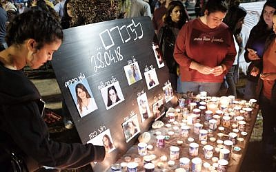 People light candles as they take part in a memorial ceremony in remembrance of 10 Israeli teens who lost their lives when they were caught in a flood in a riverbed near the Dead Sea, at Rabin Square in Tel Aviv, on April 28, 2018. (Tomer Neuberg/Flash90)