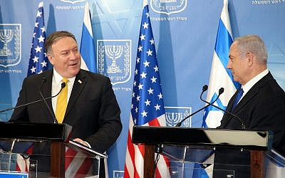 Prime Minister Benjamin Netanyahu (R) holds a joint press conference with US Secretary of State Mike Pompeo at the Defense Ministry in Tel Aviv on April 29, 2018. (Yariv Katz/Pool/Flash90)