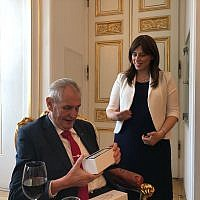 Czech President Miloš Zeman (L) meets with Israeli Deputy Foreign Minister Tzipi Hotovely at an event in honor of Israel's 70th Independence Day at Prague Castle on April 25, 2018. (Courtesy)