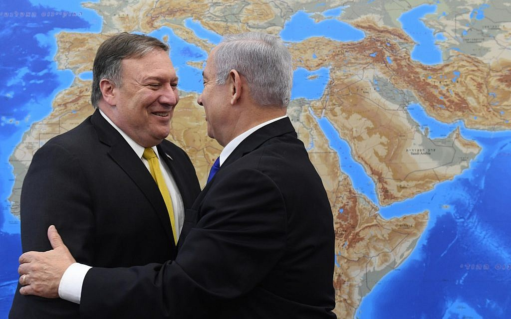 US Secretary of State Mike Pompeo (left) meets with Prime Minister Benjamin Netanyahu in Tel Aviv on April 29, 2018 (Haim Zach/GPO)