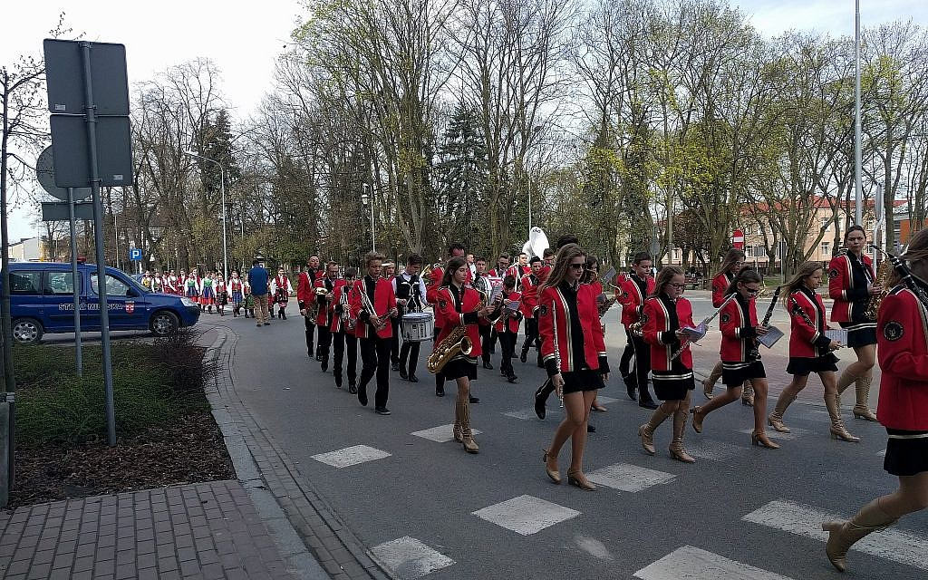 A marching band leads a procession in Plonsk, Poland, the birthplace of Israeli prime minister David Ben-Gurion, ahead of Israel's Independence Day. April 15, 2018. (Yaakov Schwartz/Times of Israel)