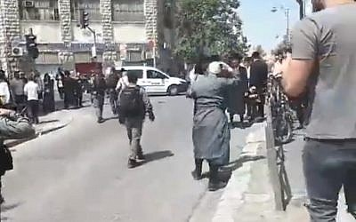 Screen capture from video showing police dispersing ultra-Orthodox protesters from Kikar Hashabat intersection, Jerusalem, on Memorial Day, April 18, 2018. (YouTube)