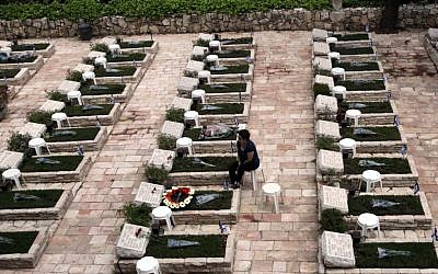 Graves of fallen soldiers, at Mount Herzl, on Israel's Memorial Day. (Yossi Zamir/Flash90)