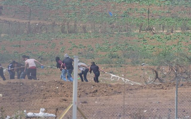 Palestinian demonstrators in Gaza attempt to sabotage the border fence with Israel