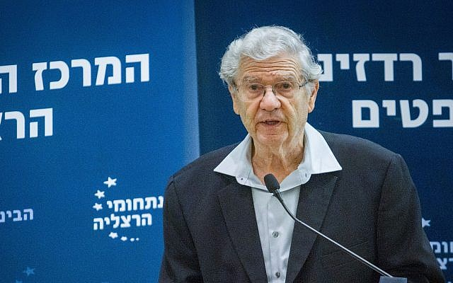 Former Supreme Court chief justice Aharon Barak speaks at a conference at the Interdisciplinary Center in Herzliya on January 2, 2018. (Flash90)