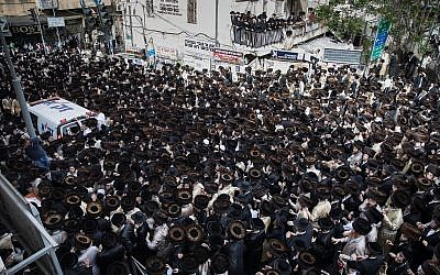 Ultra-Orthodox Jewish men gather at Kikar Shabbat in Jerusalem to attend the funeral of the infant who drowned to death in Ashdod,  April 5, 2018. (Noam Revkin Fenton/Flash90)