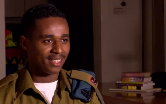 Damas Pakada, the Ethiopian-born soldier who sparked national riots when footage emerged of him being beaten by police in 2015, in an interview with Hadashot television aired Saturday, April 21, 2018. (Screen shot)