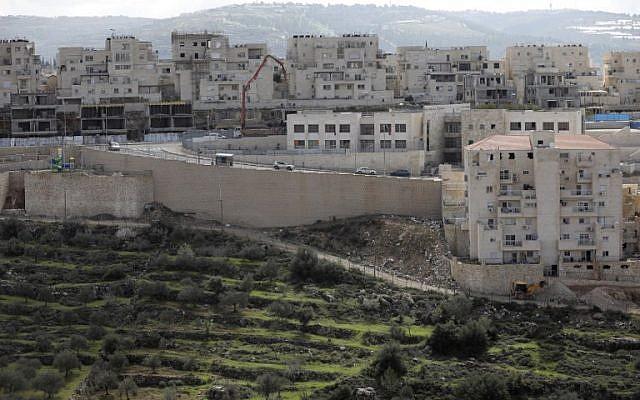 A view of the Israeli West Bank settlement of Beitar Illit, February 14, 2018. (MENAHEM KAHANA/AFP)