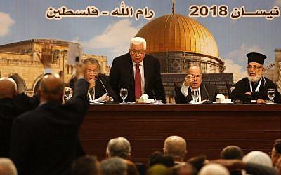Palestinian Authority Mahmoud Abbas (C) chairs a Palestinian National Council meeting in Ramallah on April 30, 2018. (AFP PHOTO / ABBAS MOMANI)