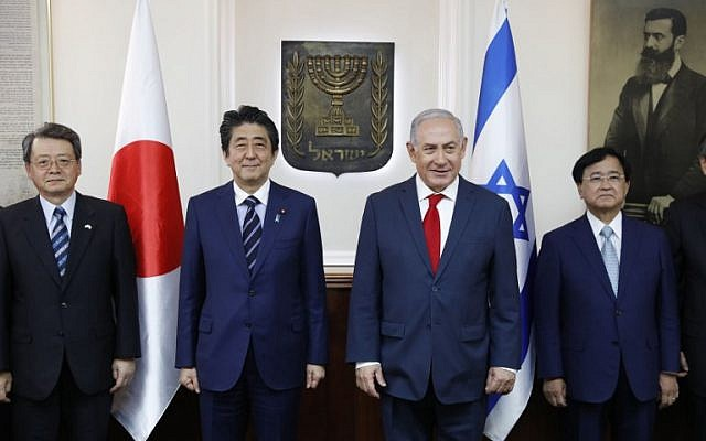 Israeli Prime Minister Benjamin Netanyahu (C-R) and visiting Japanese Prime Minister Shinzo Abe (C-L) pose for a group picture during a meeting with Japanese businessmen at the PM's office in Jerusalem on May 2, 2018. (AFP/Abir SULTAN)
