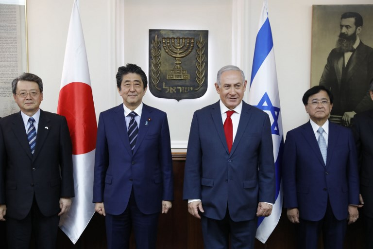 Israel's dessert in shoe for Abe draws lashing