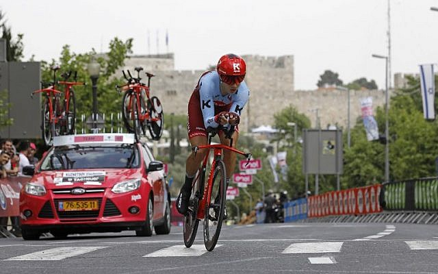 Russia's rider of team Katusha - Alpecin Viacheslav Kuznetsov rides past the Jerusalem's old city's ramparts during the 1st stage of the 101st Giro d'Italia, Tour of Italy, on May 4, 2018, a 9,7 kilometers individual time-trial in Jerusalem. ( AFP PHOTO / MENAHEM KAHANA)