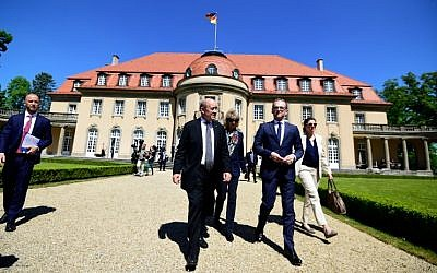 German Foreign Minister Heiko Maas (R) and his French counterpart Jean-Yves Le Drian take a walk outside the German Foreign Ministry's Villa Borsig guesthouse during a meeting to discuss the EU, common defense policy and international issues on May 7, 2018, in Berlin. (AFP/Tobias SCHWARZ)