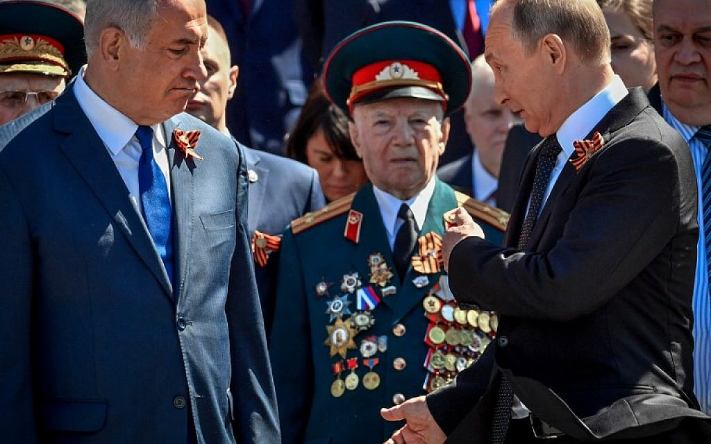 Russian President Vladimir Putin gestures to Israeli Prime Minister Benjamin Netanyahu as they take part in a wreath-laying ceremony marking the 73rd anniversary of the Soviet Union's victory over Nazi Germany during World War II on May 9, 2018 at the Tomb of the Unknown Soldier by the Kremlin wall in Moscow. (AFP/Yuri Kadobnov)