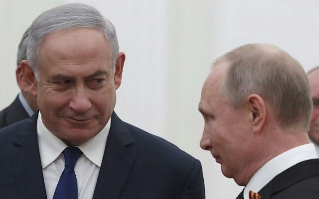 Russian President Vladimir Putin, right, meets with Prime Minister Benjamin Netanyahu at the Kremlin in Moscow on May 9, 2018. (AFP/Sergei Ilnitsky)
