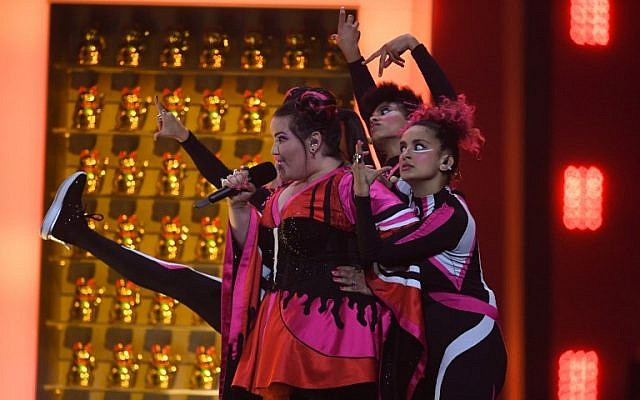 """Israel's singer Netta Barzilai performs """"Toy"""" during the final of the 63rd edition of the Eurovision Song Contest 2018 at the Altice Arena in Lisbon, on May 12, 2018. (AFP / Francisco LEONG)"""