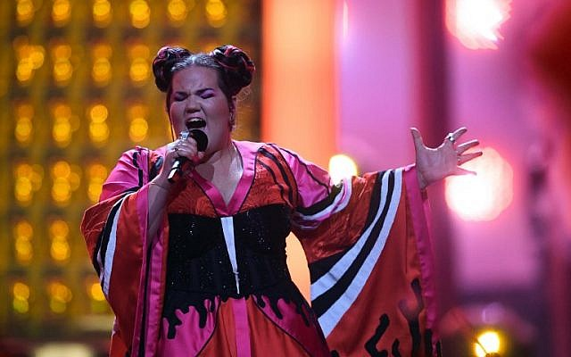 """Israel's singer Netta Barzilai aka Netta performs """"Toy"""" during the final of the 63rd edition of the Eurovision Song Contest 2018 at the Altice Arena in Lisbon, on May 12, 2018. / (AFP / Francisco LEONG)"""